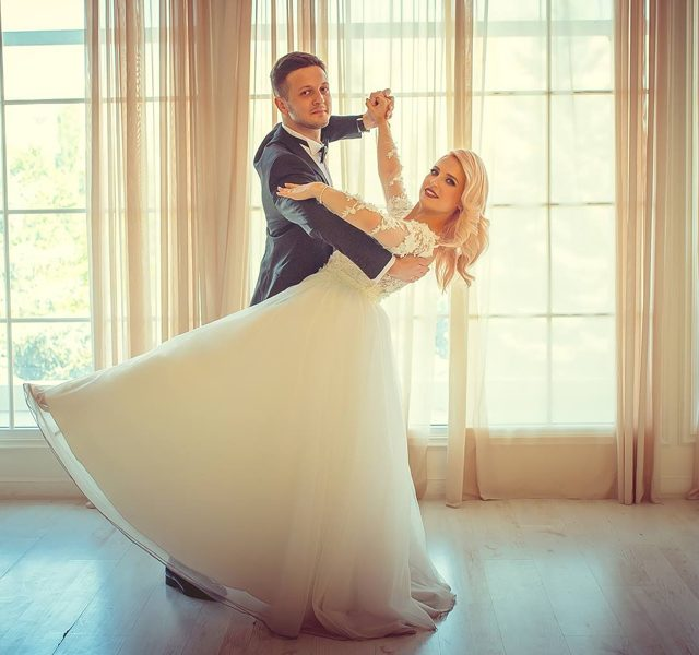 https://www.goldballroom.com/wp-content/uploads/2021/03/wedding_1200x600-640x600.jpg