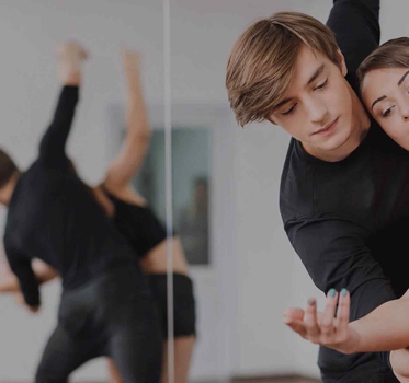 https://www.goldballroom.com/wp-content/uploads/2021/04/couple-dancing.jpg